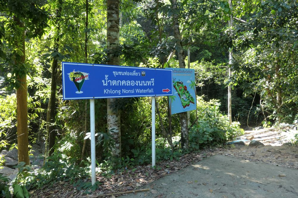 Parking area for Klong Nonsi waterfall