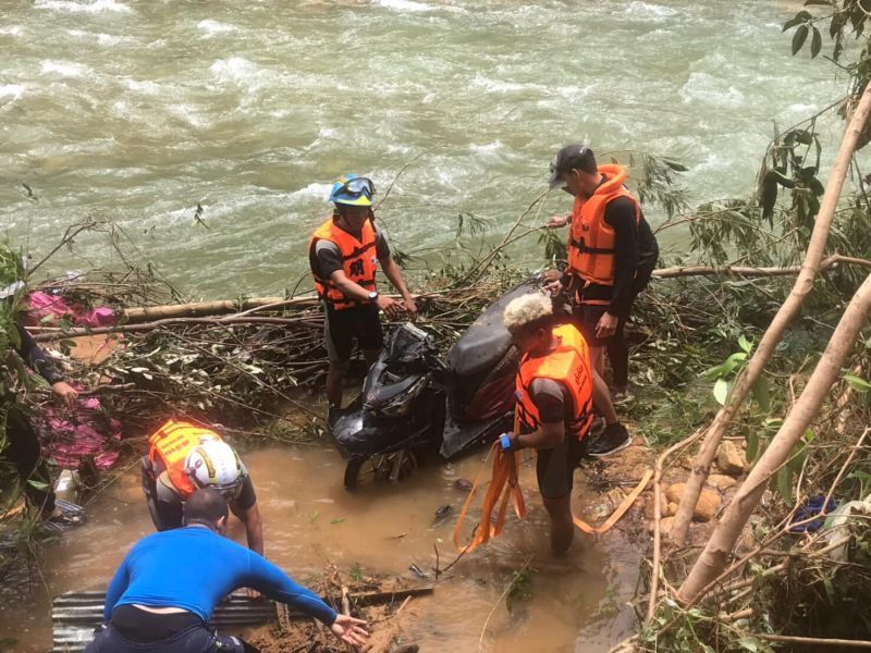 Scooter recovered form Klong Plu river
