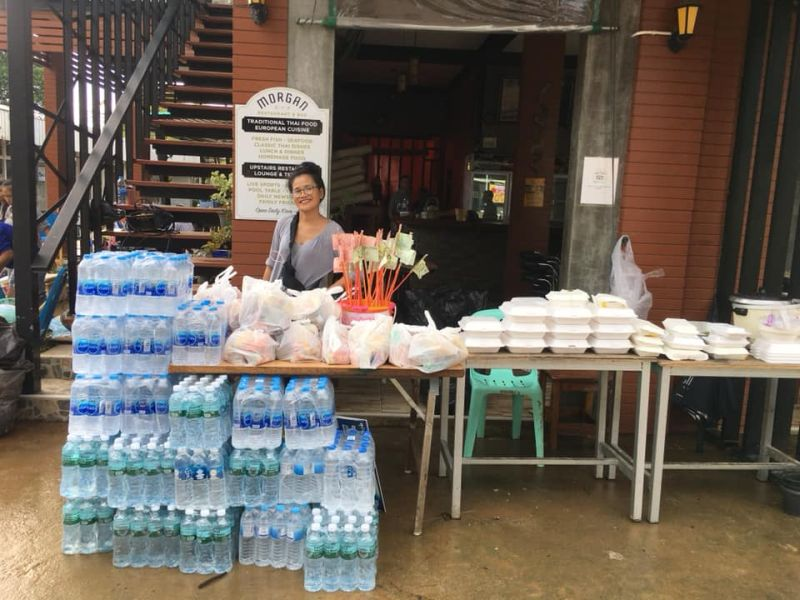 Donations of food and water in Kai Bae