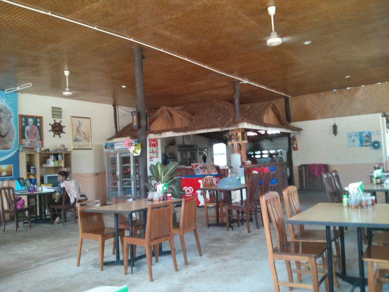 kb-hut-restaurant-08
