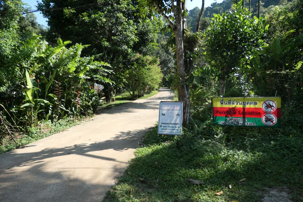 Park scooter & pay 20 Baht here.