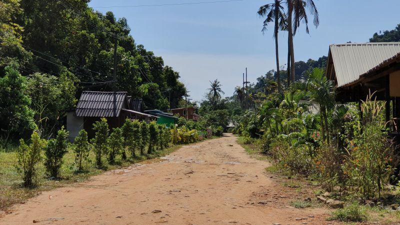 Dirt roads behind Klong Kloi beach