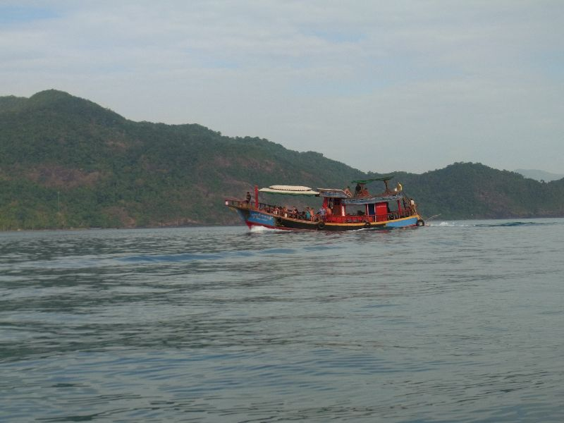 Tour boat coming back to Bangbao