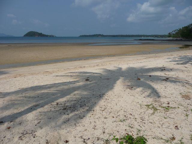 Deserted beach - Koh Kham in the distance