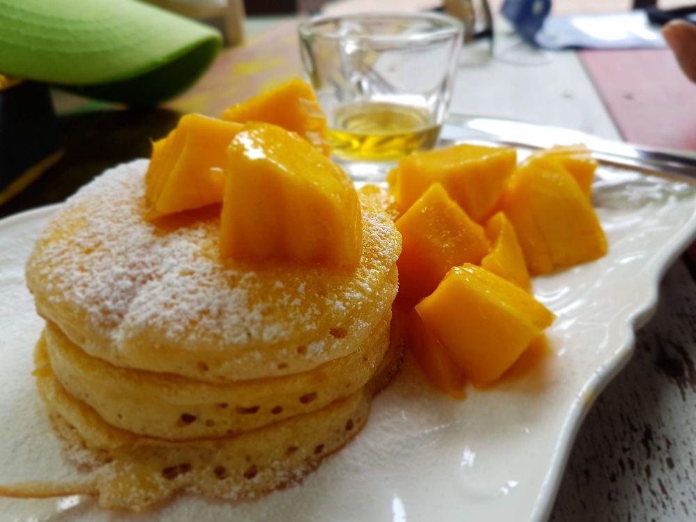 Mango pancakes, Nomkhon Cafe