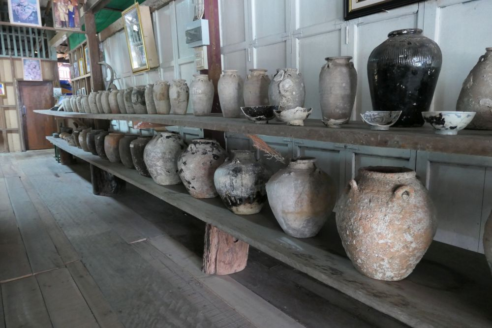 Old pottery t Chonticha Seafood