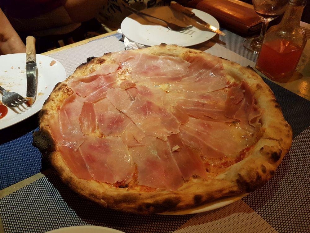 Mordi e Fuggi, Kai Bae. Italian restaurant