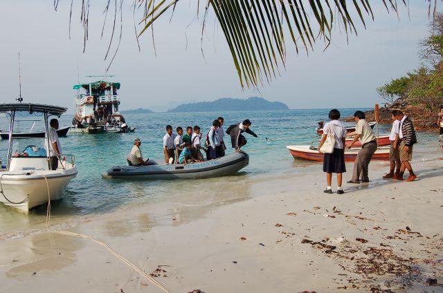 School kids from klong Prao
