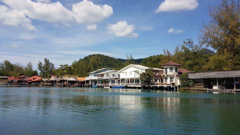 Restaurants and riverside bars