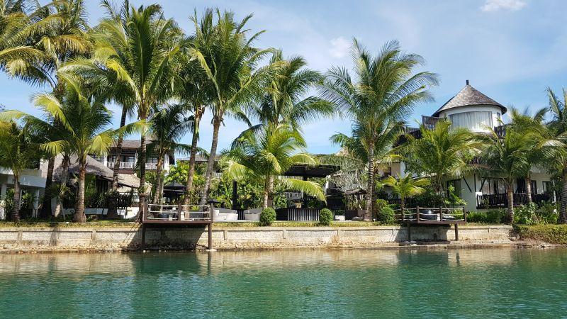 Passing Aana Resort