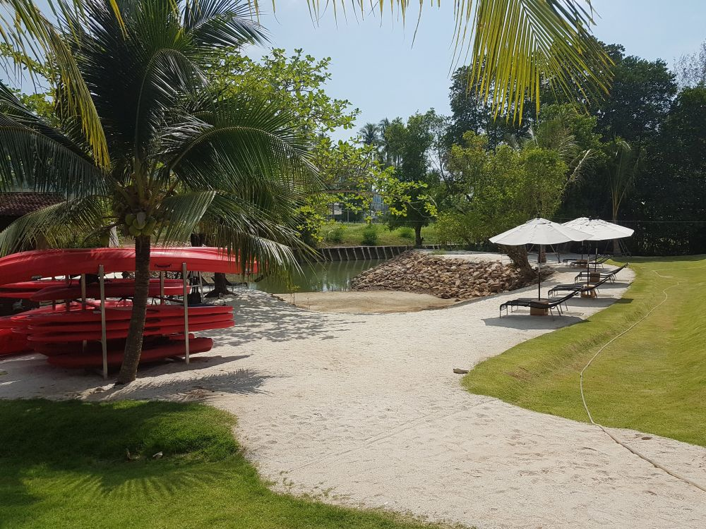 Riverfron kayak rental at Marina Sands Resort