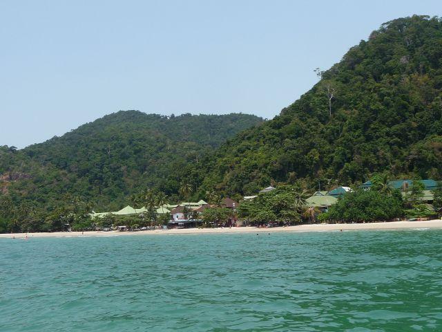white-sand-beach-koh-chang-mar10-18