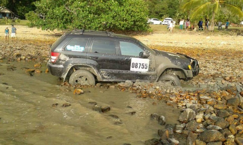 Chinese tourist drive into the sea on Koh Chang
