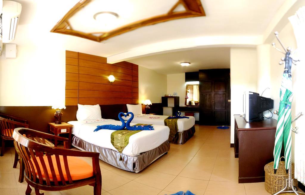 Deluxe room at Koh Chang Resort, Klong Prao beach
