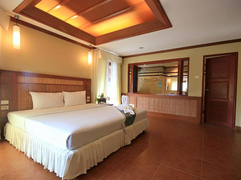 Deluxe room at Mac Resort, White Sand beach