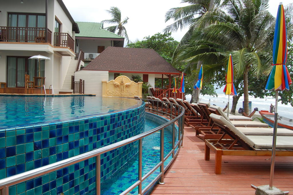 Pool and beachfront at Mac Resort, Koh Chang