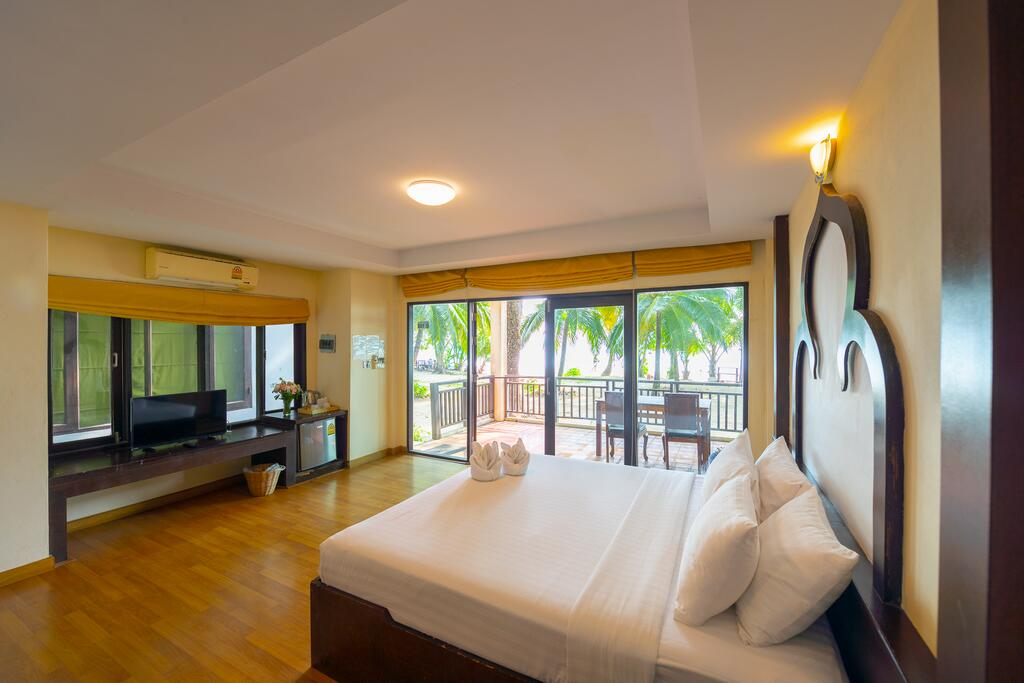 Deluxe room with balcony at Siam Beach Resort, Koh Chang