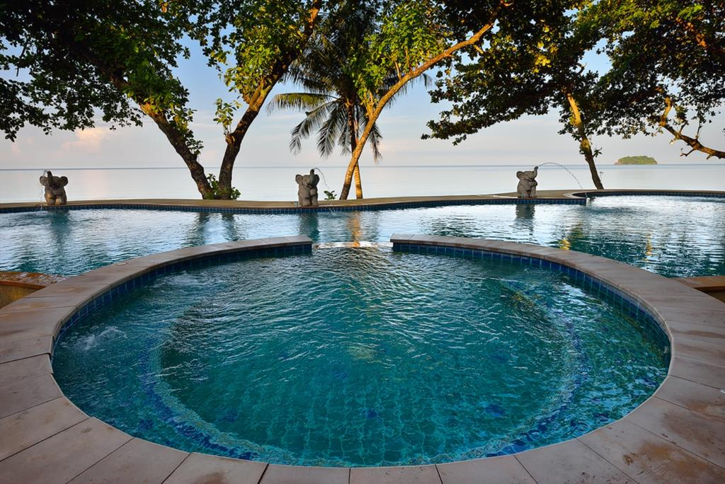 Pool at Siam Beach Resort, lonely beach, Koh Chang