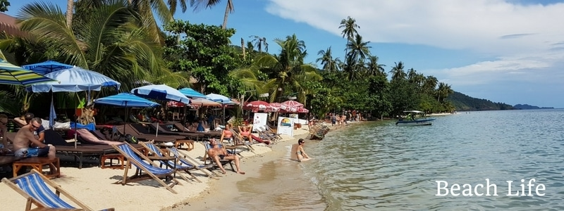 restaurants and tourists on Klong Kloi beach