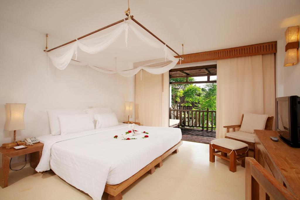 Delux room at Aana Resort & Spa, Koh Chang