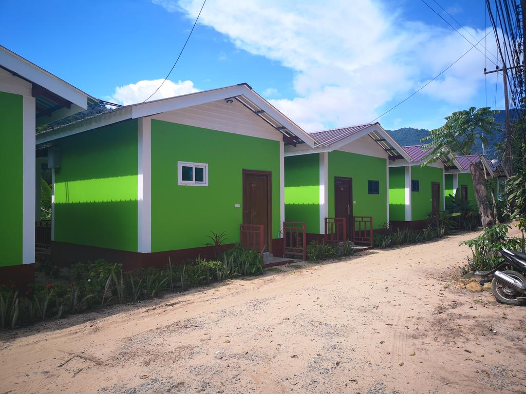 Air-conditioned bungalows at YuYu Golden beach, Koh Chang