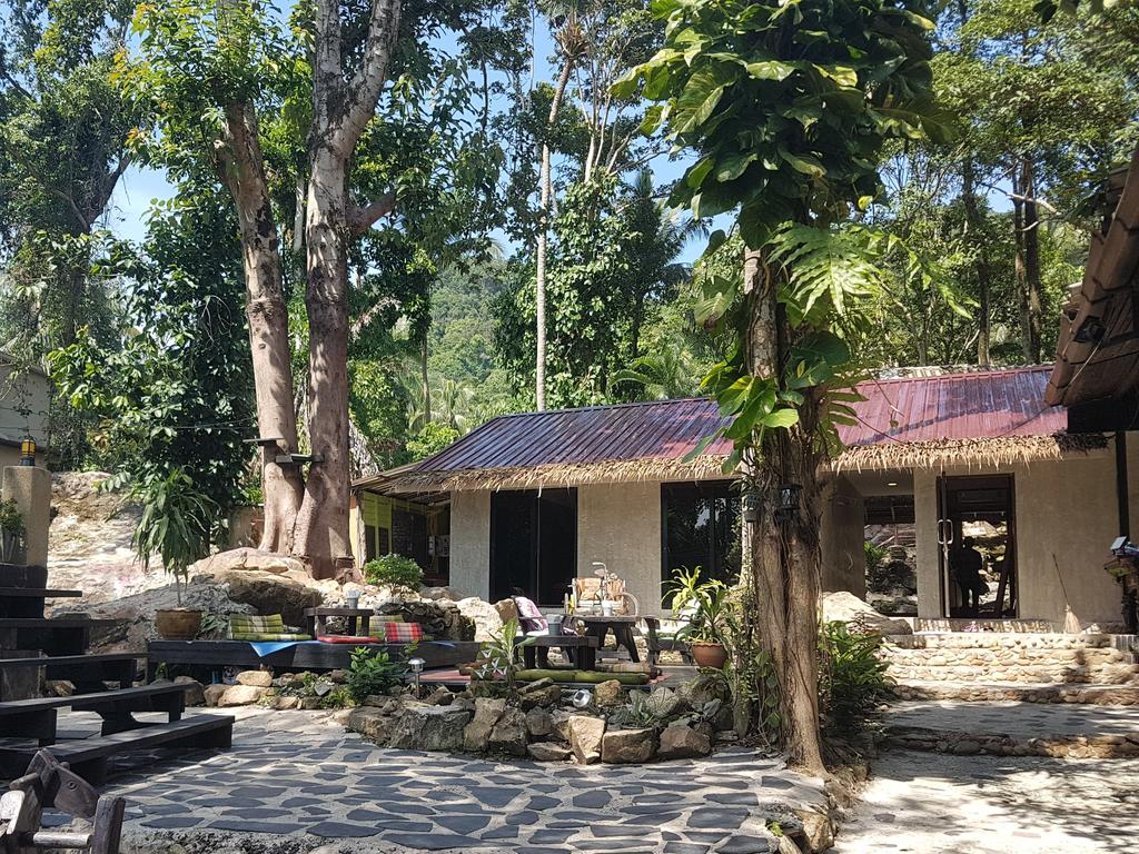 Accommodation at BB Lonely beach hostel