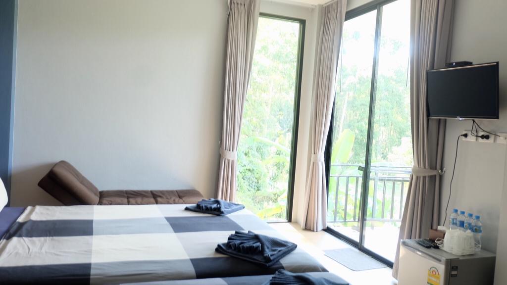 Queen room at Evergreen Resort, Klong Son, Koh Chang
