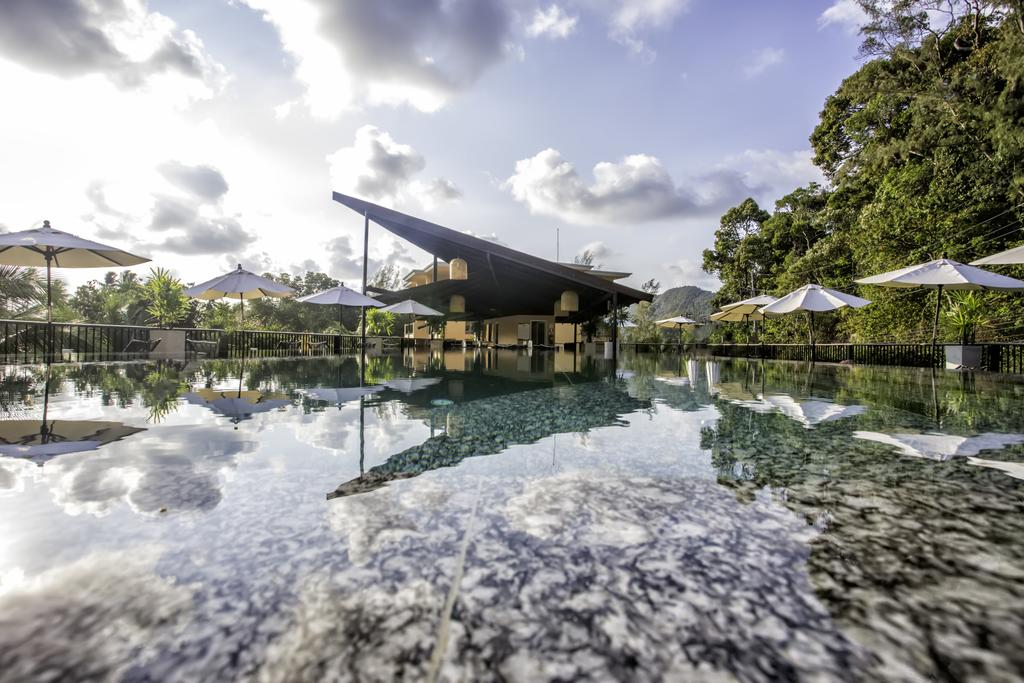 Flybridge pool bar, Marina Sands Resort