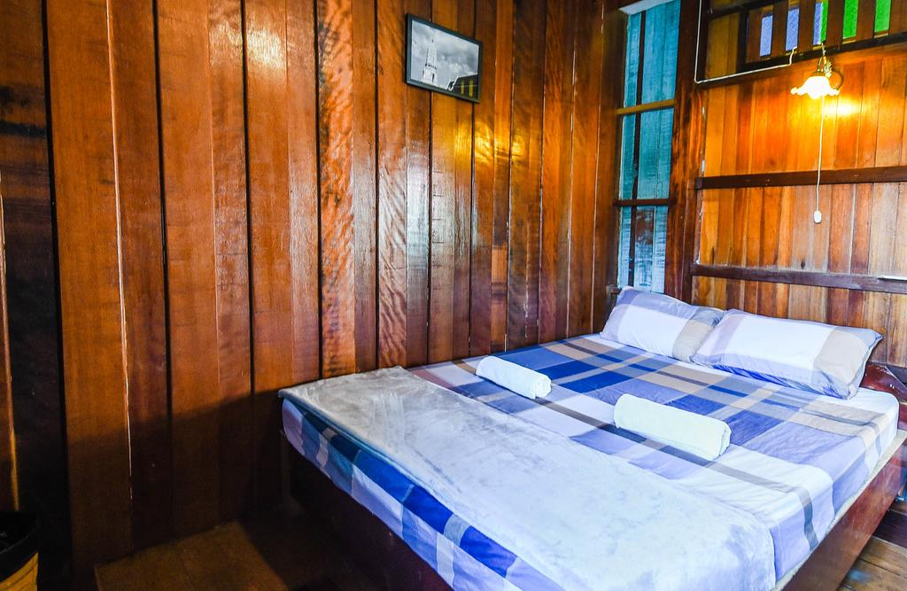 Room interior at Paradise Homestay, Bangbao, Koh Chang