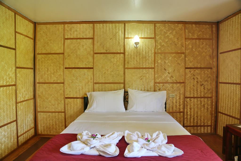 Deluxe room at TP Hut Bungalows, Pearl beach